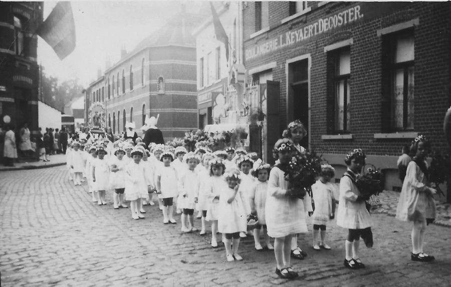 Henri Caronstraat processie