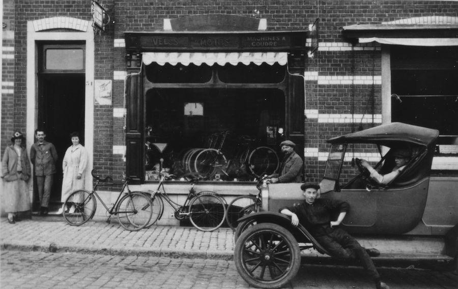 Hordies fietsenwinkel gemeenteplein geschonken door Christiane