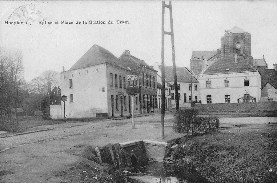 Kerk en tramhalte